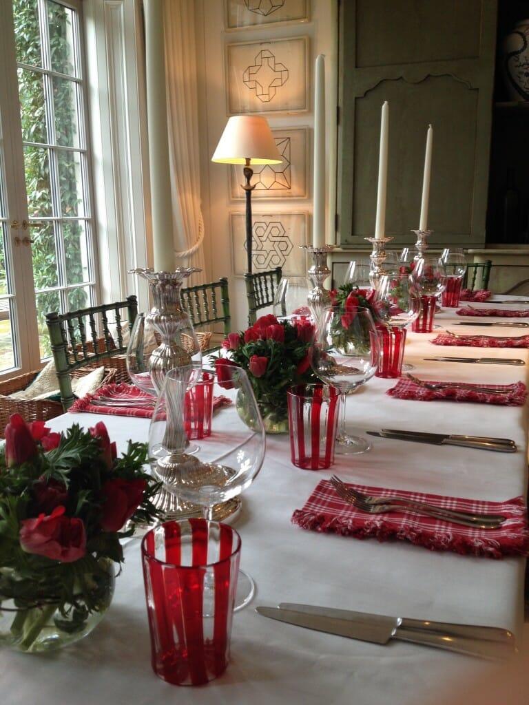 Home Vase dining table Arrangement Red anemones en masse