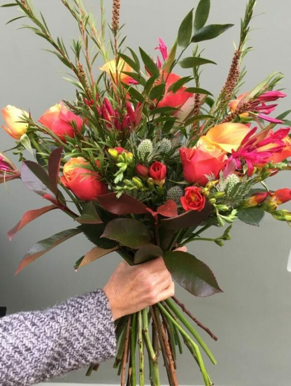 Photo showing a sample of a Handful bunch of flowers