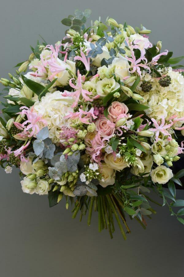 Photo showing a sample of a pastel Luxury seasonal rose bouquet Kneisngotn ~Flowers London