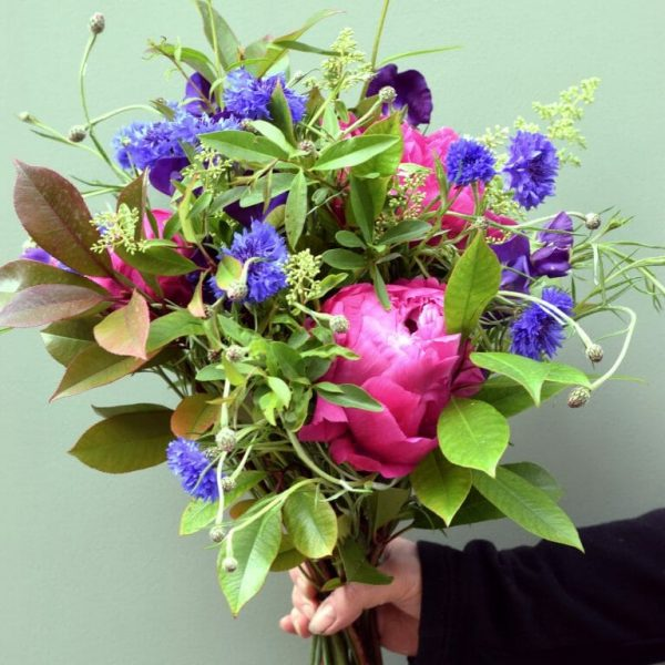 Photo showing a sample of a Handful flower bunch of British flowers available from Kensington Flowers London