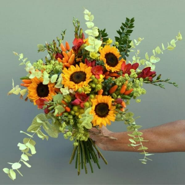 Photo showing a sample of a Handful of flowers available from Kensington Flowers London